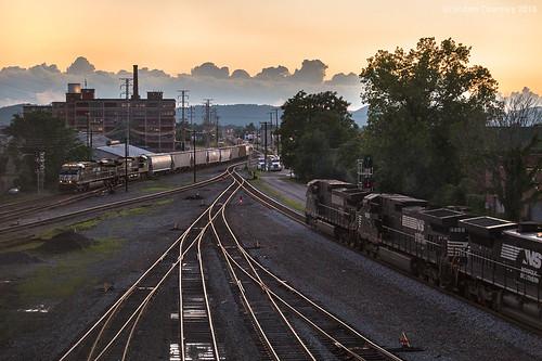 railroad sunset ohio clouds ns trains portsmouth trainyard norfolksouthern portsmouthohio