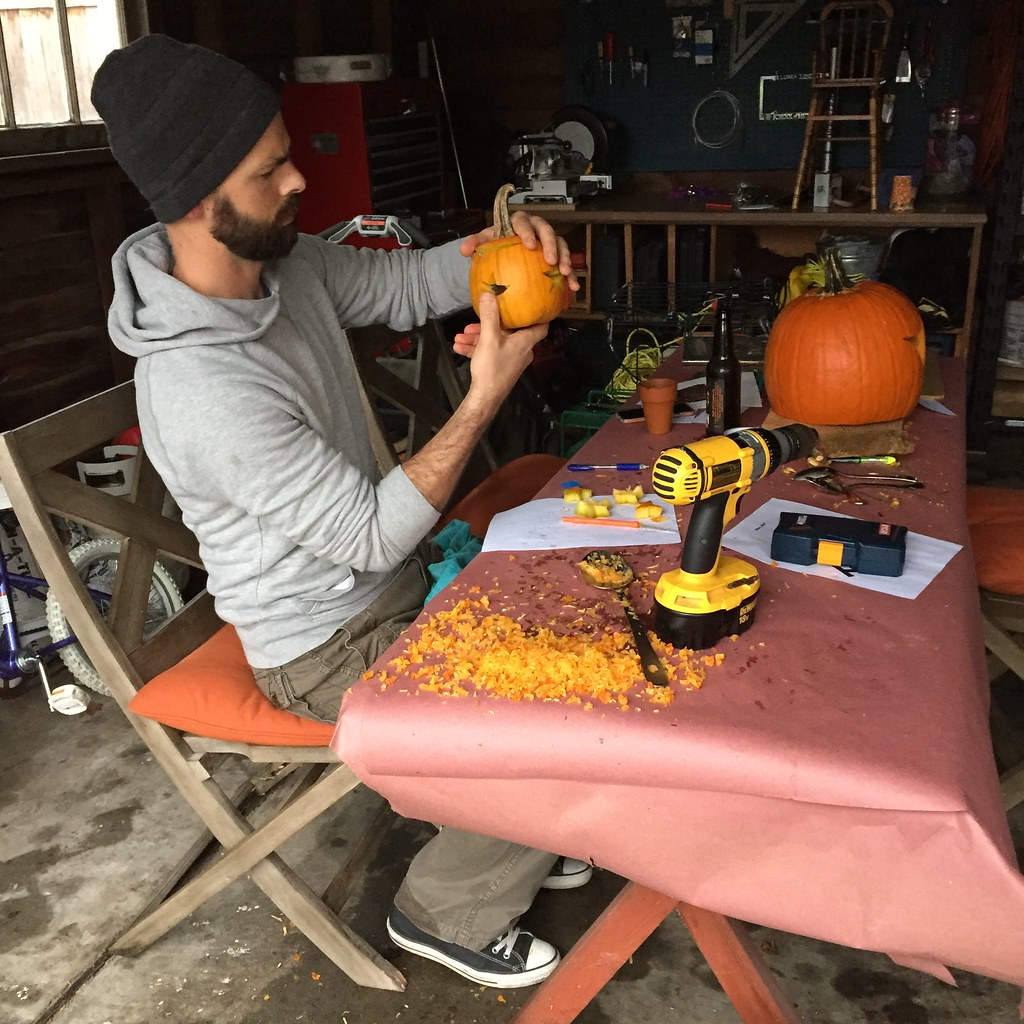 pumpkin carving station. love this...