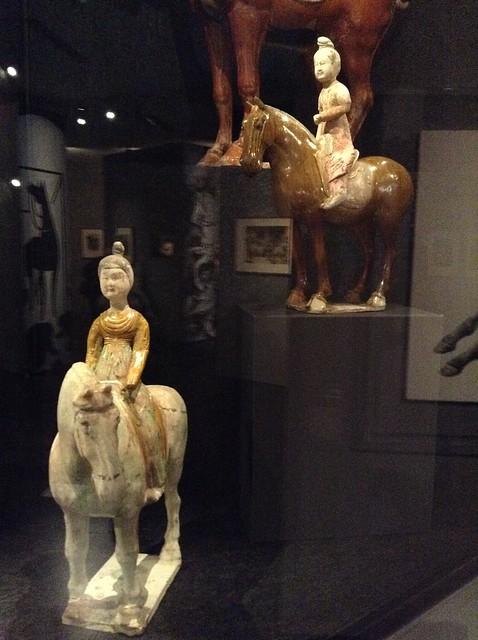 唐朝女性骑马唐三彩