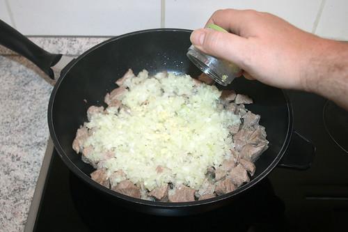 20 - Zwiebeln & Knoblauch hinzufügen / Add onions & garlic