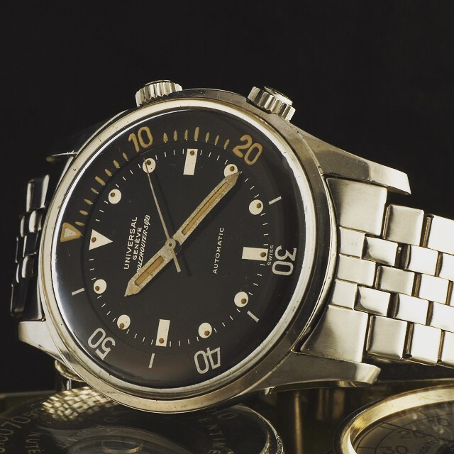 the 1972 Universal Polerouter Sub is one of the Compressor Watches belonging to the family of the Legendary Divers as Longines, IWC and JLC Polaris. #danhenrywatches #WristWatchHistory #luxuryoftime #metmuseum #WatchesWorthCollecting #watcheswithpatina #w