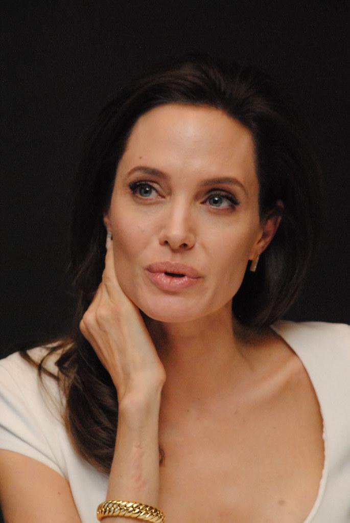 Анджелина Джоли — Пресс-конференция «Несломленный» 2014 – 103