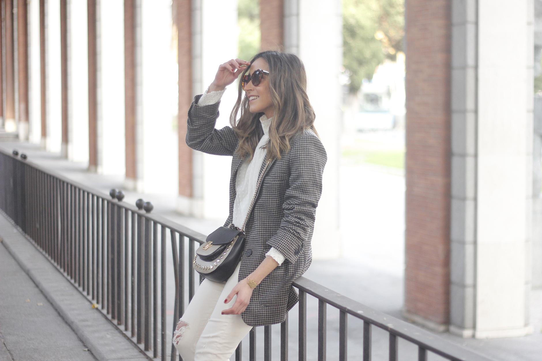 Plumeti blouse houndstooth blazer white jeans outfit style streetstyle05