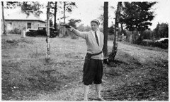 #Eleanor Roosevelt with the .22 Smith and Wesson she frequently carried in lieu of secret service protection. [1000 x 603] #history #retro #vintage #dh #HistoryPorn http://ift.tt/2fpZB8Z
