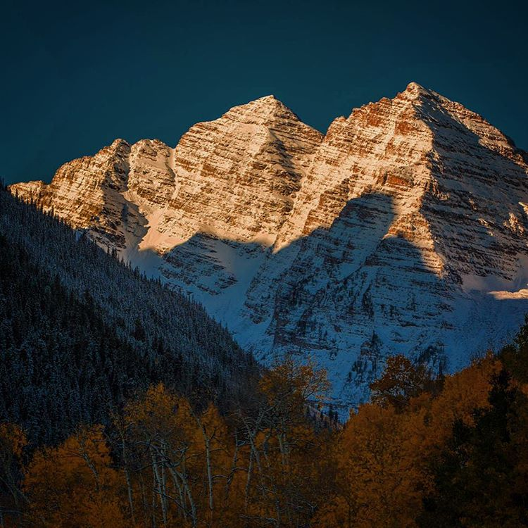 Frosty maroon bells #mountains #colorado #getoutstayout #winteriscoming #autumn #maroonbells