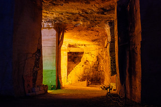 Hébergement insolite à la grotte de Champ-retard - Carte de France touristique