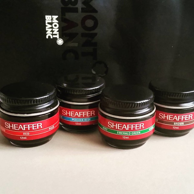 Vintage ink finds: mini sheaffer inks red, peacock blue, emerald green, brown #sheaffer #skrip #vintage #ink #fountainpennetwork #FPN #fountainpenink #Fpgeeks #inks
