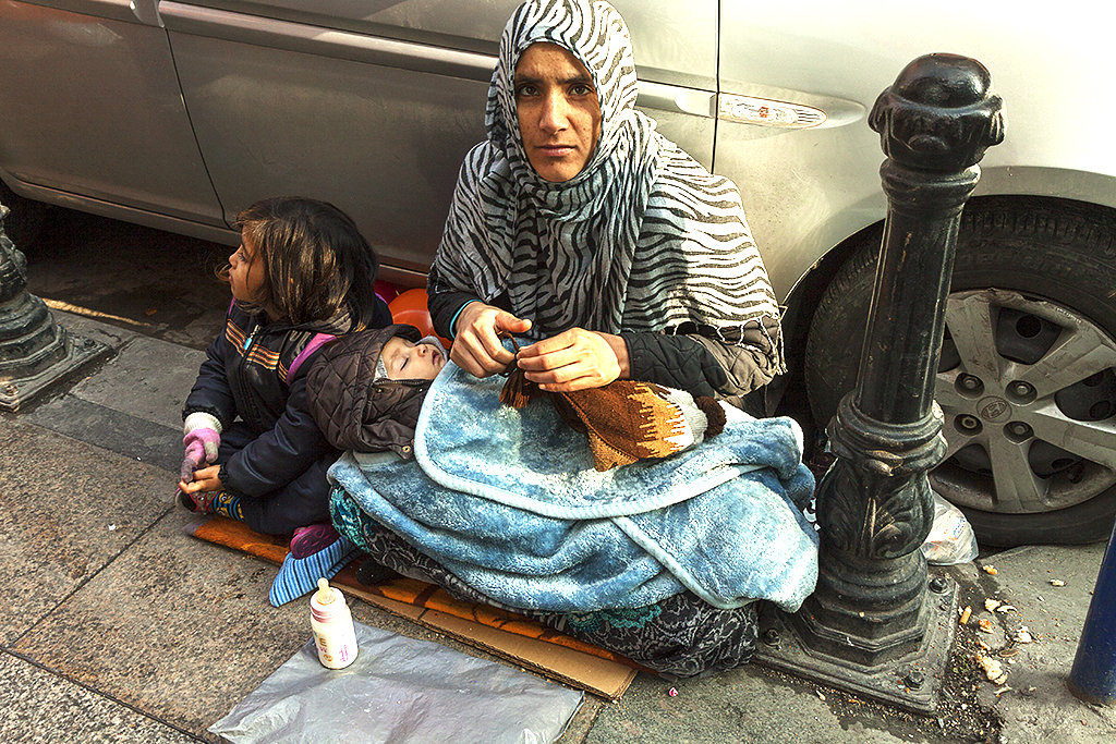 Syrian refugees on 12-21-15--Istanbul