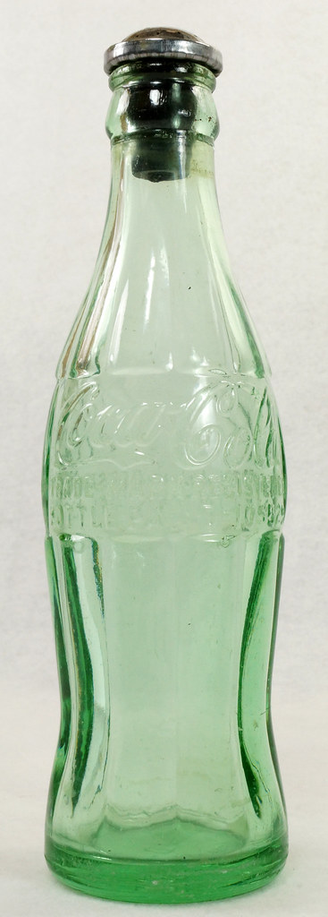 RD14936 Vintage Coca-Cola Green Hobbleskirt Bottle Pat D 105529 Portland Ore. 6oz Sprinkler Head Black Rubber For Ironing DSC06734