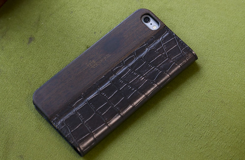 UUNIQUE Wooden Case with Maxi Croc iPhone_17