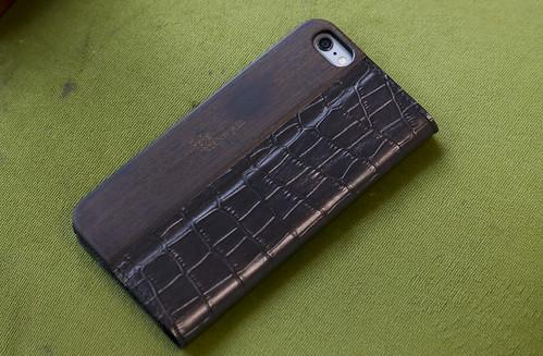 UUNIQUE Wooden Case with Maxi Croc iPhone_17