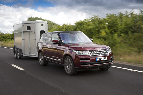 Land Rover reveals Transparent Trailer and Cargo Sense Technology | by landrovermena