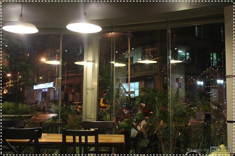 【新北市。板橋咖啡館.下午茶】有樂咖啡(YoLo Cafe),吃完佩佩越式美食館的飯後甜點<近捷運江子翠站>