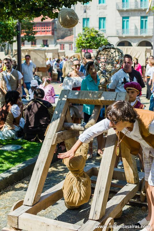El tradicional y popular juego de lanzamiento de catapulta