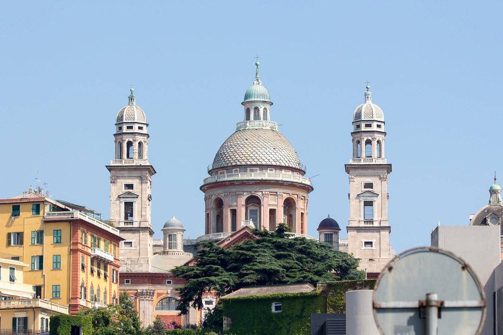 Генуя - А слева виднеется очередной очень красивый собор :) Basilica Santa Maria Assunta