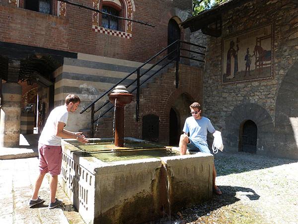 fontaine borgo medievale