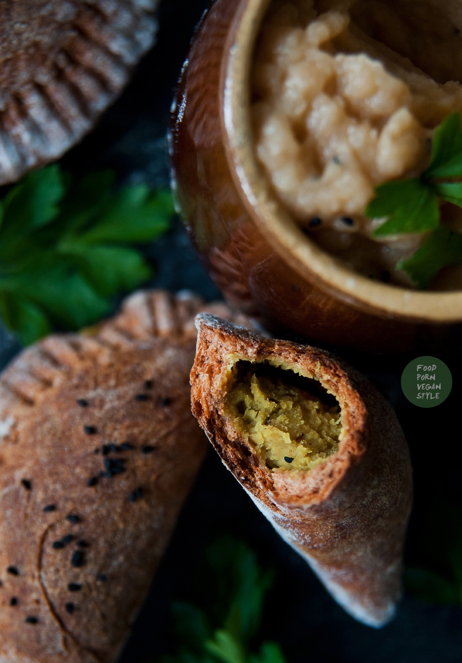 Baked indian dumplings with lentils, served with apple chutney
