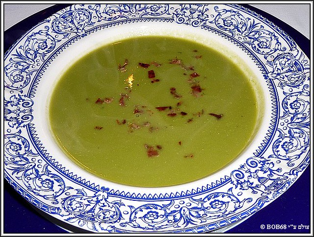 מרק אפונה בארוחת הערב ב- Domaine de Rasigous