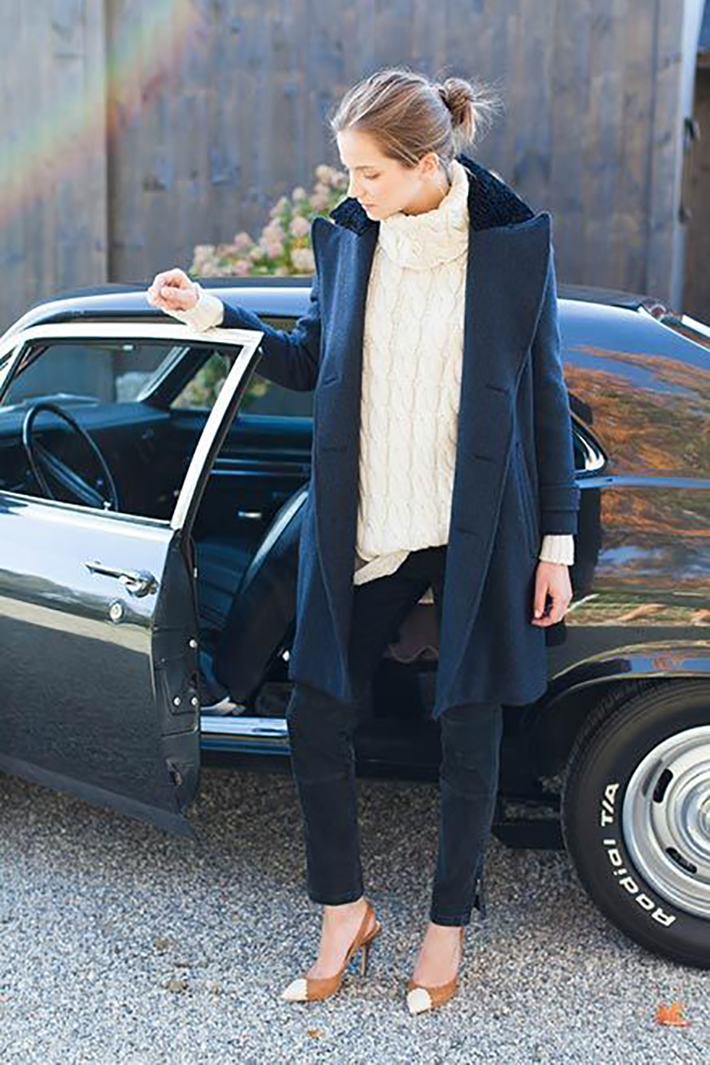 Coats Scarfs And Sweater Winter outfits inspiration streetstyle11