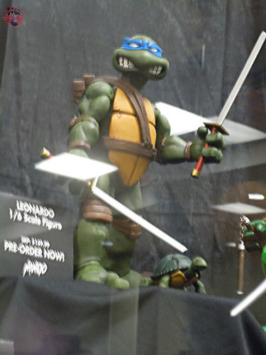MondoCon 2015 :: Toy Display; TMNT 1/6 figures - LEONARDO