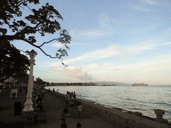 Rizal Boulevard over-looking Port of Dumaguete