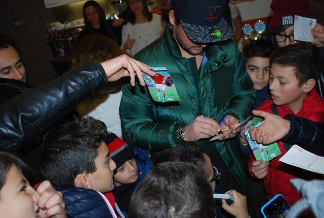 """Rutigliano-Riccardo Maniero """"Cagliari un gradino sopra , noi ce la giochiamo con tutte le altre""""-Maniero firma autografi - foto Gianluca Giugno"""
