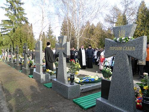 На алеї — пам'ятники, якісподобалися родичам загиблих
