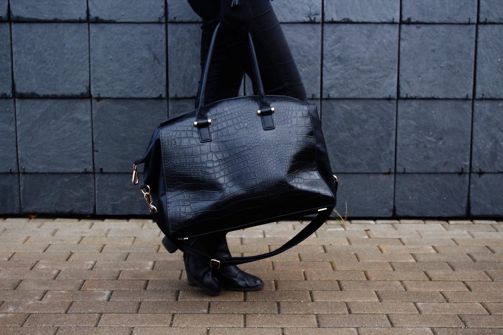 big spacious traveling bag fro H&M
