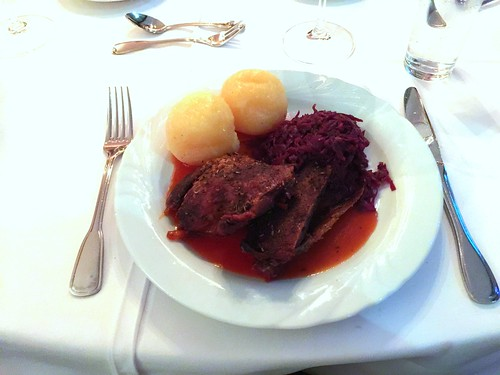 Polish roast goose with red cabbage & dumplings / Polnischer Gänsebraten mit Rotkohl & Klößen