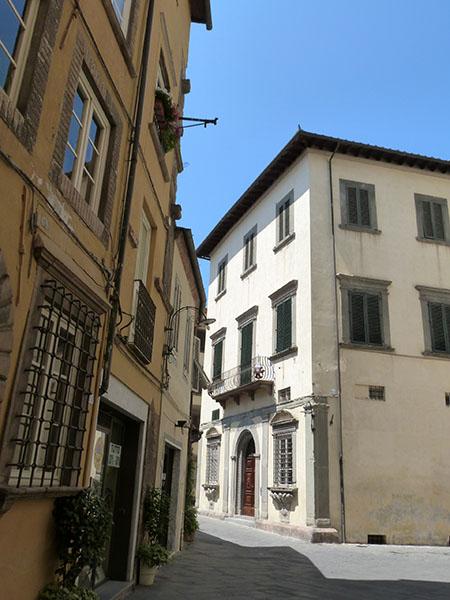 entre deux maisons de Lucca