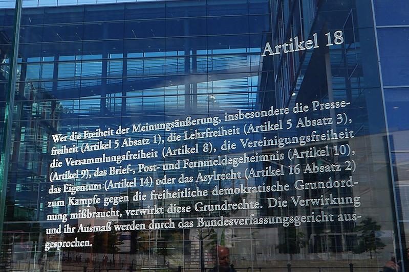 Berlin Reichstag Grundgesetz Artikel 18