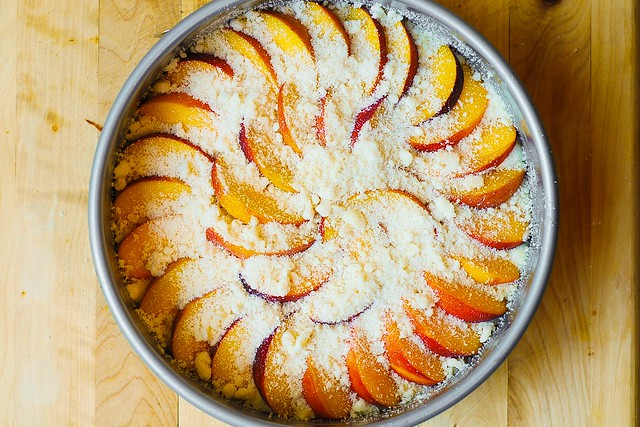 cream cheese cake with peaches and streusel, breakfast cake, coffee cake recipe