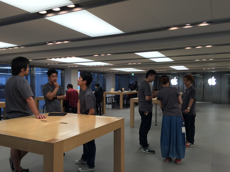iPhone 6s launch day in Apple Store Ginza.