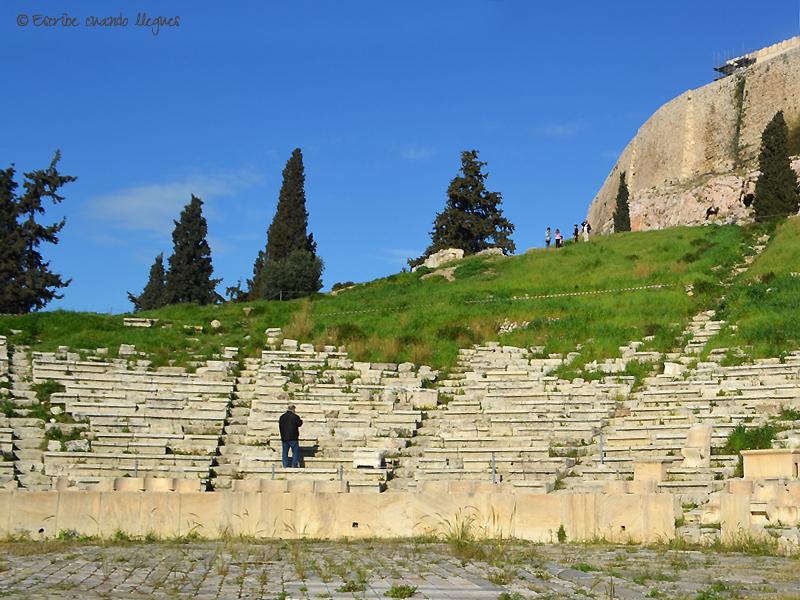 Proscenio y gradas del Teatro de Dionisio