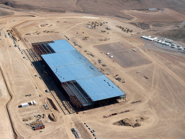 12 sự thật đáng kinh ngạc về dự án nhà máy năng lượng Gigafactory của Elon Musk