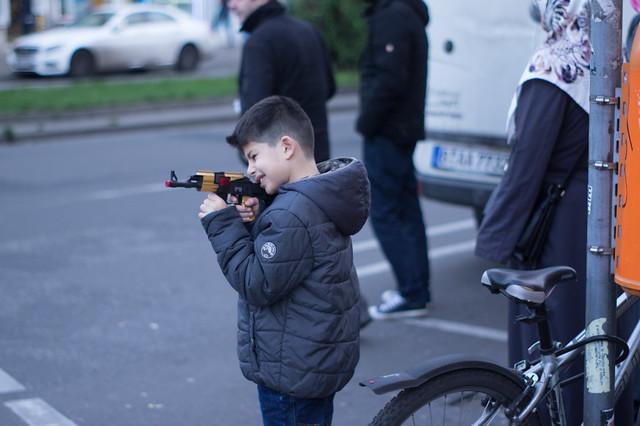 Kalashnikovs are for kids. Kotbusser Damm, December 2015.