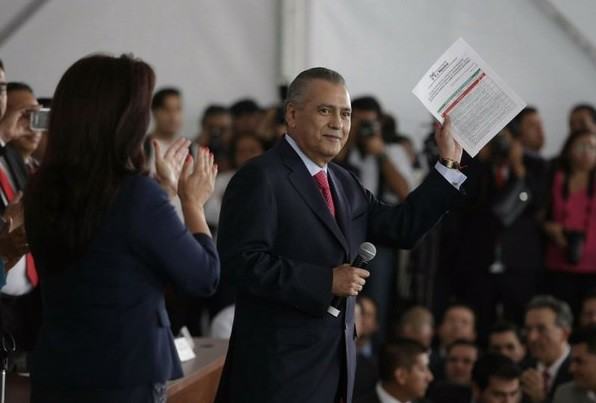 Registra Beltrones candidatura a dirigencia nacional del PRI