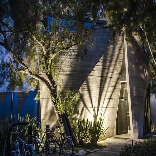 Caseta de Acceso TIERRAVERDE /   Proyecto de la oficina ADI Arquitectura y diseño interior.   Pic by me. #fotografiadearquitectura   #architecture #building  #architexture #city #buildings  #urban #design #cities #town #street #art  #architecturelovers  #