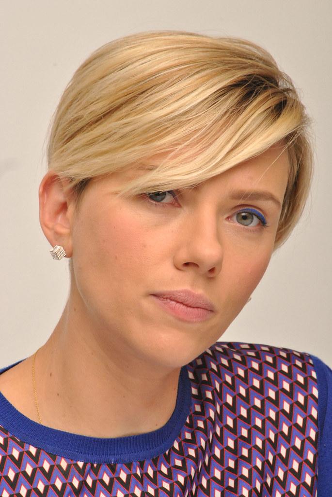 Скарлетт Йоханссон — Пресс-конференция «Мстители: Эра Альтрона» 2015 – 67