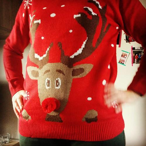 Klaar voor het kerstfeestje vanavond 😂😇 #christmastime #hema #christmassweater #rudolphtherednosedreindeer