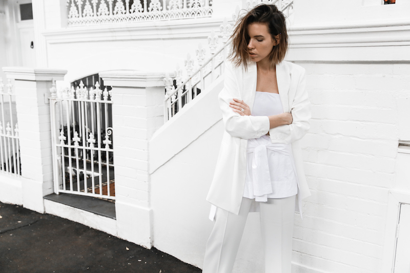 all white street style off duty fashion blogger one top three ways modern legacy farfetch inspo (13 of 13)