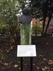 John Hunter in the grounds of the Hunterian Museum, Lincolns Inn Fields
