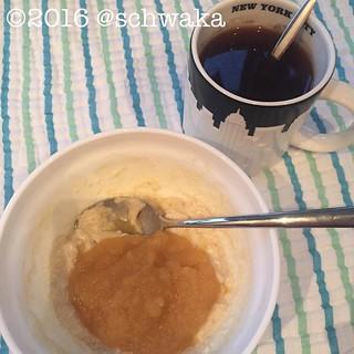 Erstes Frühstück. Grieß und Apfelmus. Genau richtig bei dem Wetter. #12von12 #12v12