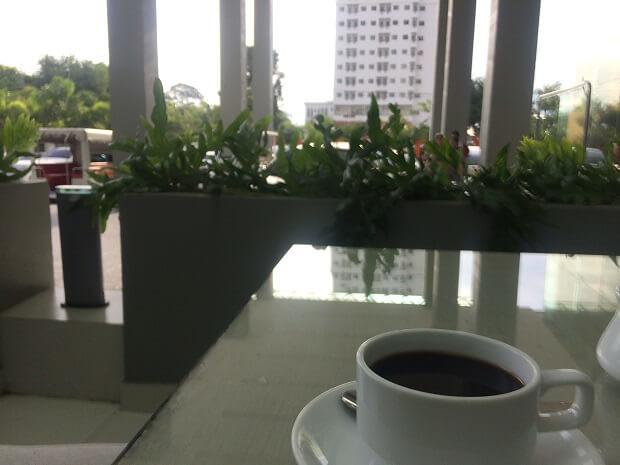 161025 ホテルのテラスでコーヒーブレイク