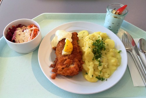 Baked coalfish filet with remoulade & potato salad / Gebackenes Seelachsfilet mit Kartoffelsalat