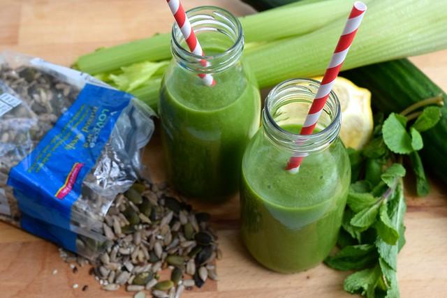 Good Green Breakfast Smoothie   www.rachelphipps.com @rachelphipps