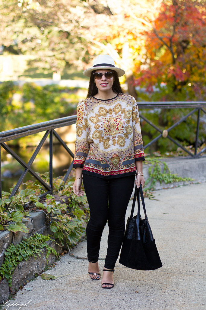 printed tunic, black pants, panama hat-5.jpg