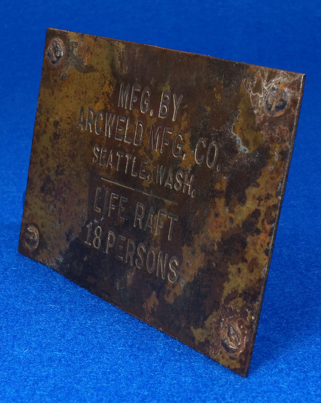 RD12929 Vintage Brass Plate Arcweld Mfg. Co. Seattle Wash. Life Raft 18 Persons DSC06613