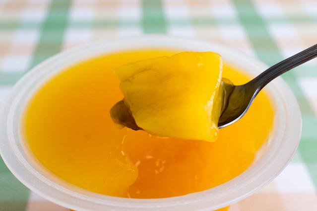 Photo:たらみ とろける味わい マンゴージュレ、マンゴーをすくう By hide10