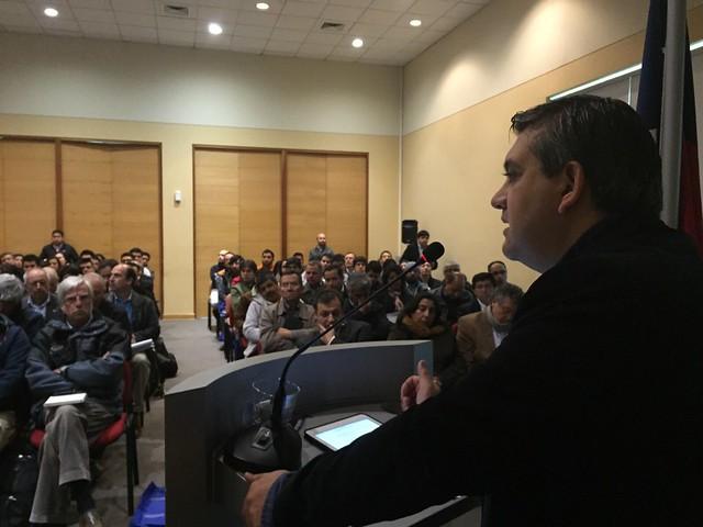 Rodrigo Álvarez Seguel, director nacional del Sernageomin, al intervenir en el seminario sobre depósitos de relaves en Chile